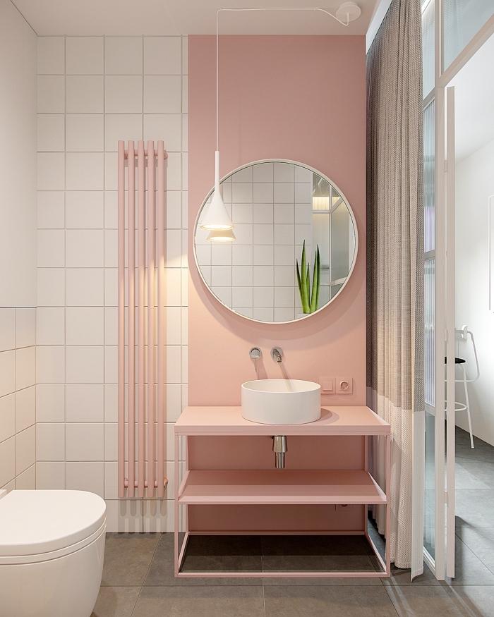 deco tendance 2020, modèle de salle de bain aux murs blanc et rose pastel, comment aménager une petite salle de bain