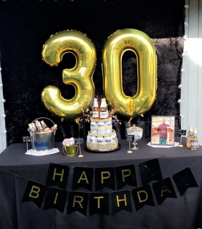 comment décorer une table festive d'anniversaire homme 30 ans, anniversaire 30 ans homme avec déco en noir et or