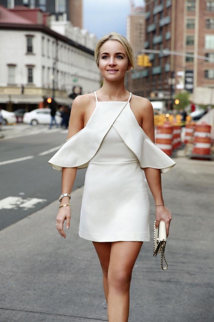 modèle de robe de soirée blanche courte avec bustier à volant, comment bien s'habiller avec robe courte tendance
