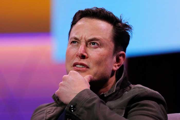Elon Musk poste une vidéo sur Twitter d'une Tesla Model 3 dotée de la parole