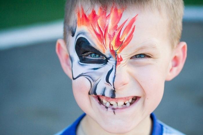 exemple de maquillage enfant facile à réaliser avec peinture facile, DIY masque halloween à design crâne brulant