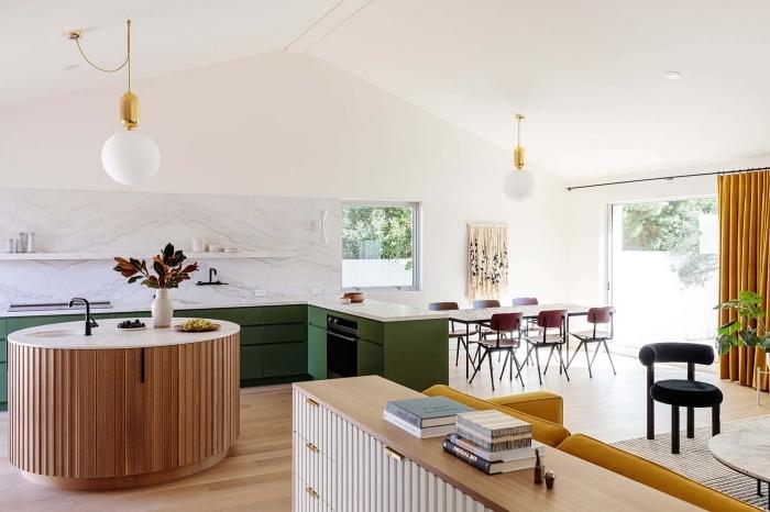 idee deco cuisine moderne aux murs blancs avec meubles en vert foncé et plan de travail blanc au parquet bois clair