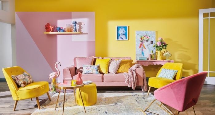 decoration interieur maison originale en couleurs vives jaune et rose, design pièce féminine aménagée avec meubles velours
