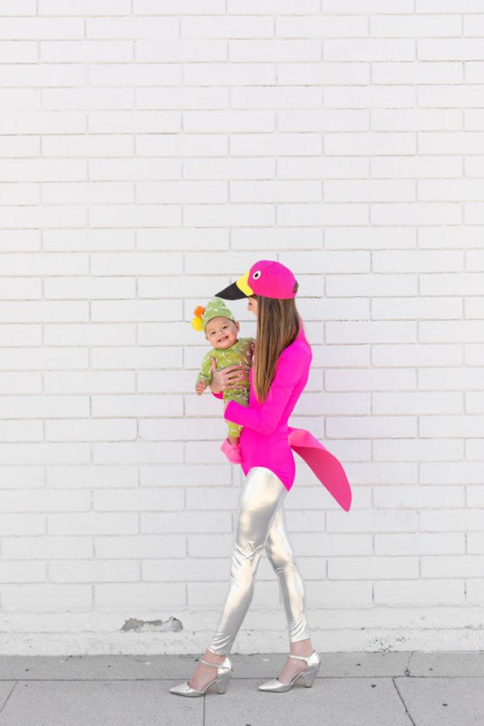 Costume d'oiseau pour le carnaval de mardi gras, rose neon top et legging effet metal, deguisement femme idée simple