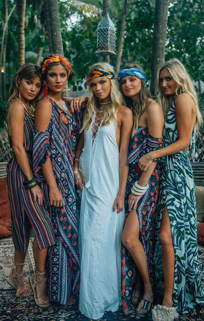 Jour festive avec amies, fete carnaval en printemps, inspiration déguisement diy simple, robe bohème longue pour un look tropiqe