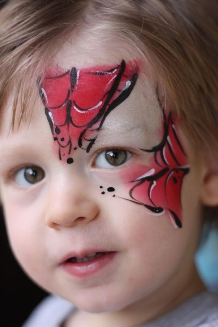 exemple de maquillage halloween garcon à effet toile d'araignée, idée make-up enfant avec peinture facile rouge et noir