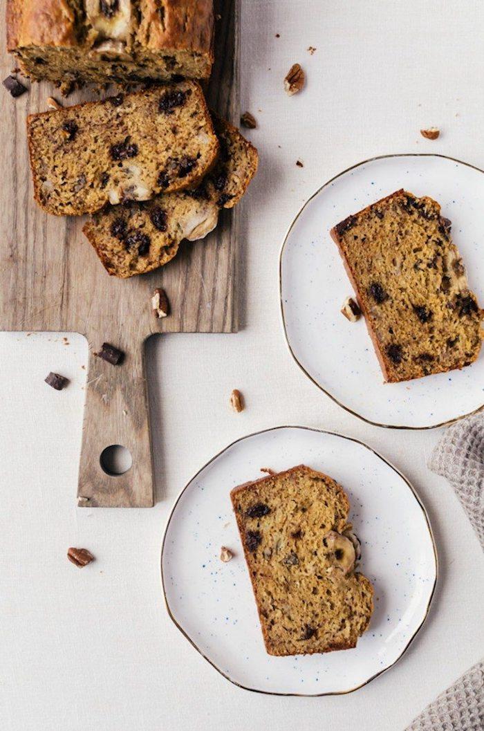pain aux bananes recette avec farine complète et pépites de chocolat, comment faire un gouter sain et rapide