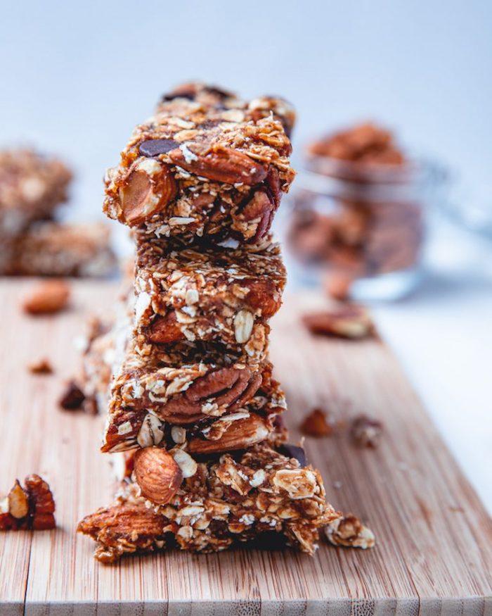 comment faire une barre flocons d avoine maison avec noix, pepites de chocolat et beurre de cacahuetes pour votre gouter regime