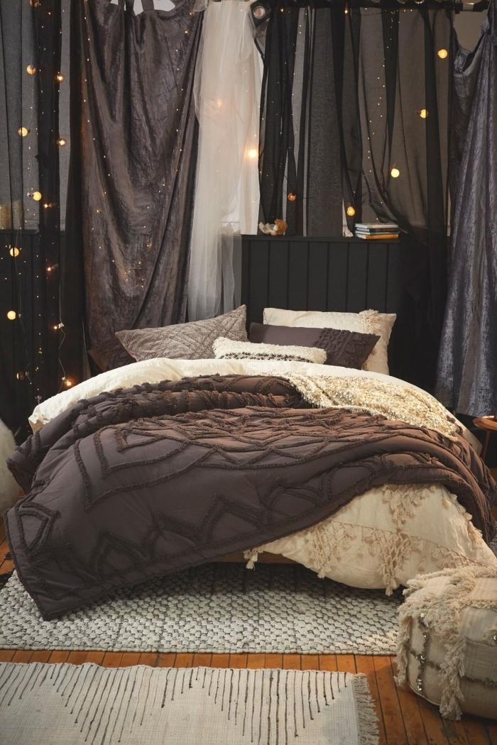 design chambre à coucher aux murs foncés et parquet bois marron avec accents noirs et idee tete de lit en bois peint en noir