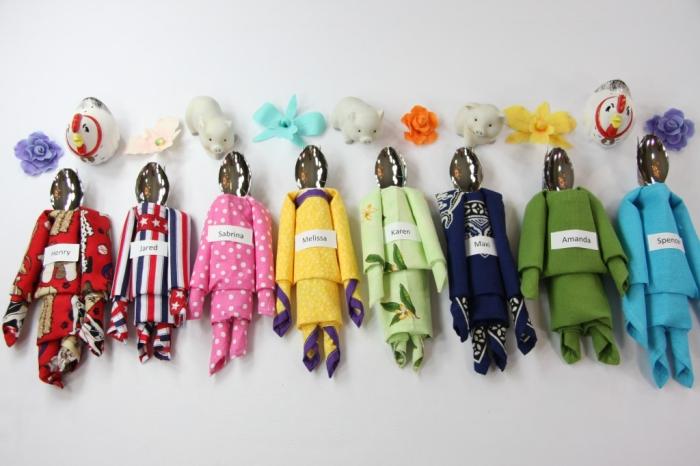 plier une serviette pour anniversaire d'enfant sous forme de figurine jouets, modèles de serviette en forme de costume pour cuillère