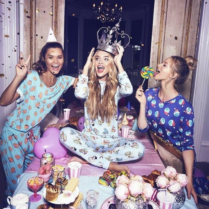 thème de soirée pyjama entre filles, femme en pyjamas, confettis, candy bar à glace, deco salle anniversaire originale