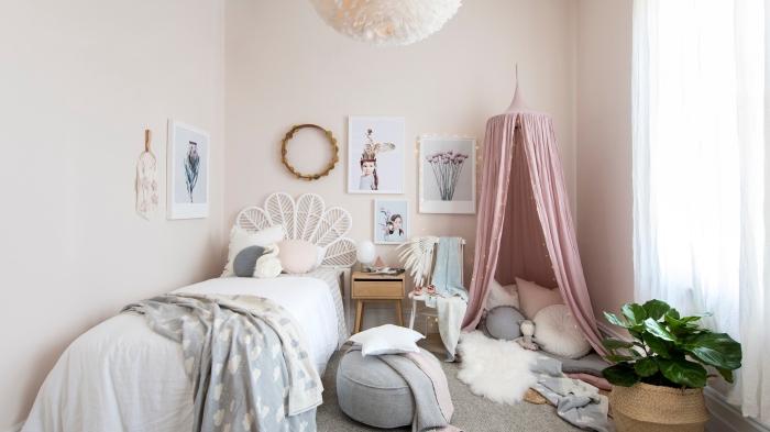 exemple comment réaliser une deco chambre bebe fille aux murs clairs avec objets de style bohème chic et tipi diy
