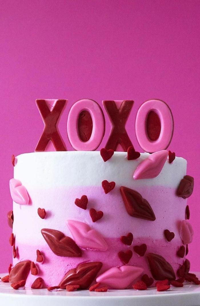exemple de gâteau maison à design romantique pour la fête d'amour, quel dessert pour le recette diner romantique à la maison