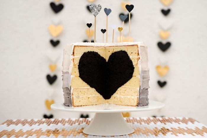 quel dessert original pour le menu saint valentin, modèle de gâteau aux génoises prêtes avec coeur surprise au centre