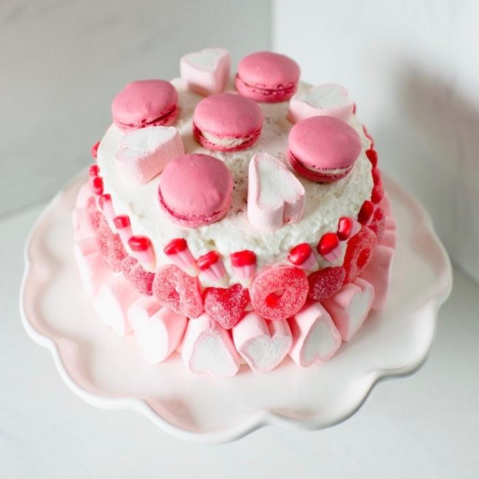 recette facile sucrée pour le menu saint valentin, mini gâteau romantique en forme rond au fromage blanc et guimauves