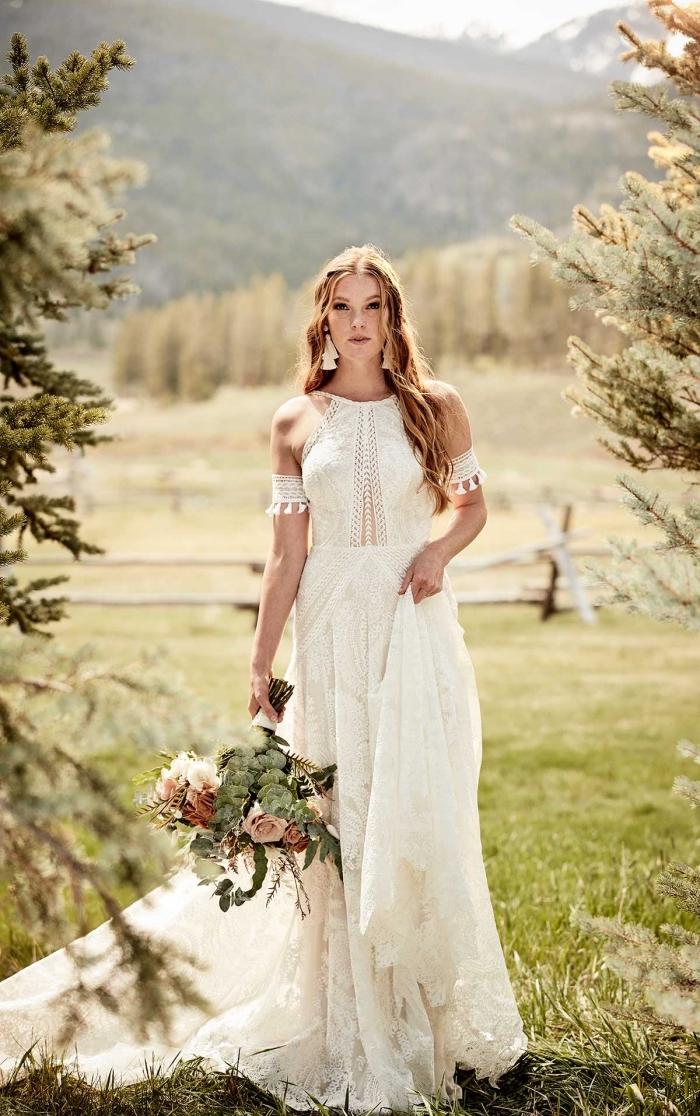 modèle de robe blanche boheme avec épaules dénudées et manches à effet, coiffure bohème chic pour cheveux longs