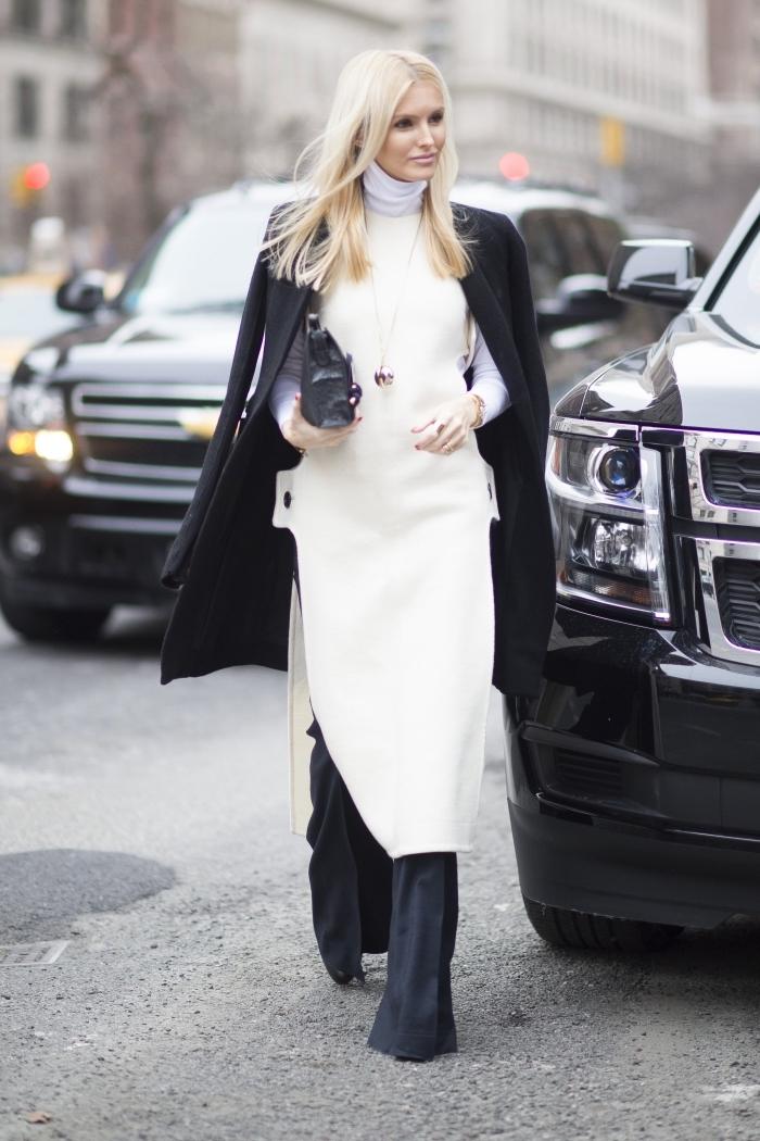 idée comment bien s'habiller en layers d'hiver, modèle de robe longue blanche portée avec pull blanc et pantalon noir