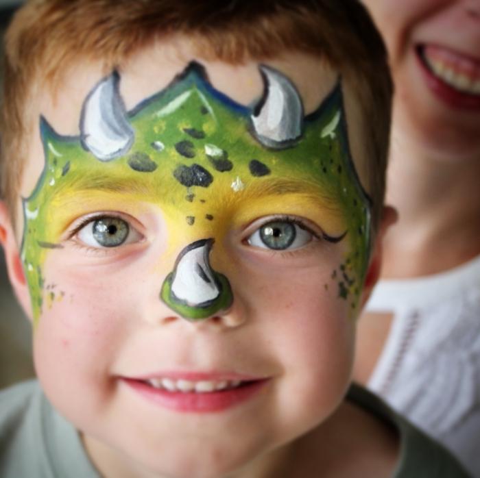 idée de déguisement enfant pour carnaval sur thème animaux, modèle de maquillage halloween enfant DIY avec peinture faciale
