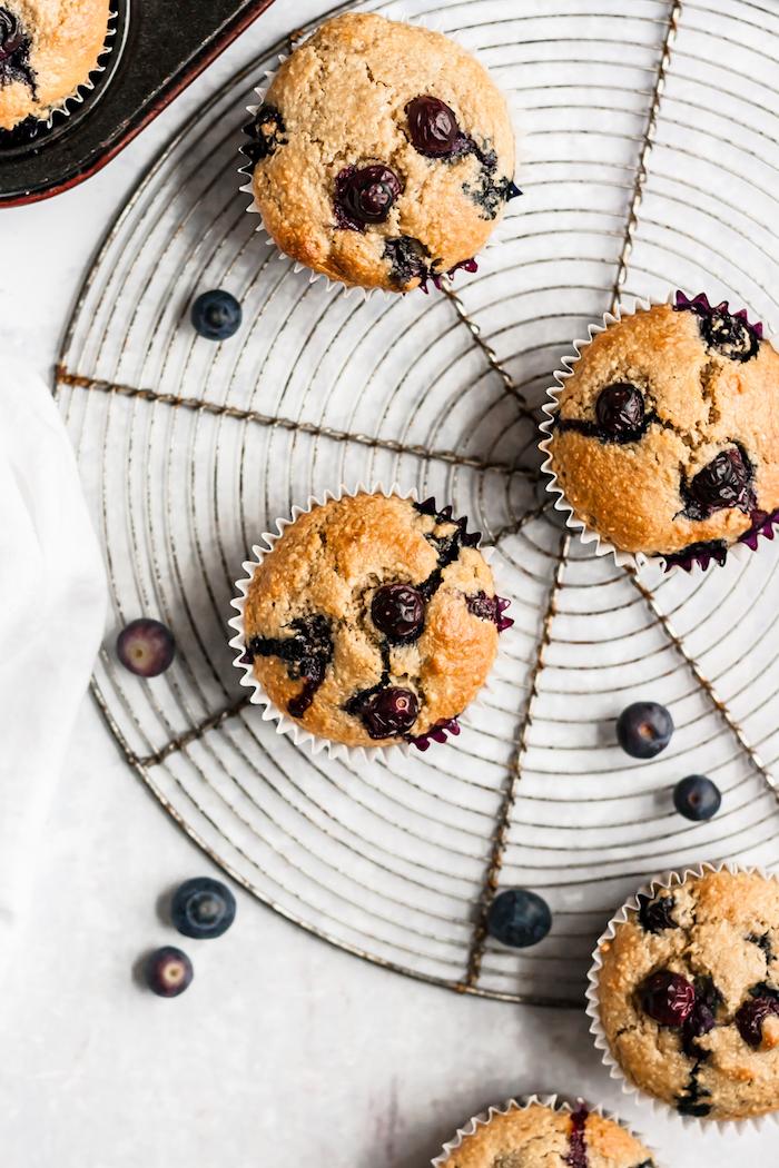 petit gateau pour le gouter, recette muffins dietetique sans gluten à la farine d avoine et farine d amandes et myrtilles