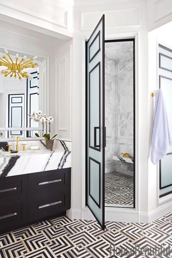 Blanc et noir luxueuse salle de bain marbre et bois meuble lavabo avec plot en marbre, décorer sa salle de bain moderne
