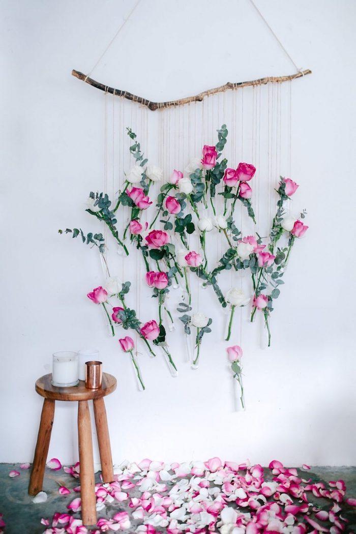 DIY déco pour la fete de saint valentin, roses en cordes accrochés sur branche d'arbre, décoration romantique saint valentin, la plus belle déco st valentin