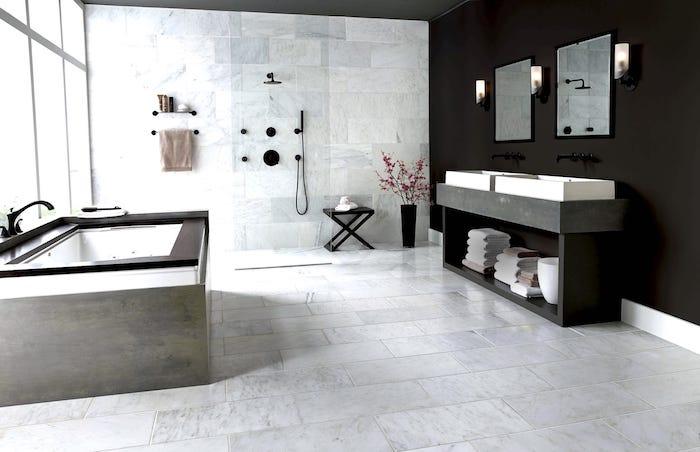 Aménagement grande salle de bain, douche italienne marbre, verre mur, double lavabo meuble en bois noir