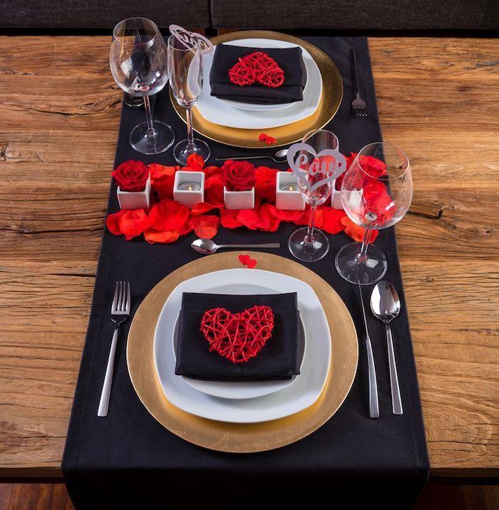 Centre de table pour deux romantique, classique déco rouge blanc et noir, decor de table pour la saint valentin, coeur st valentin