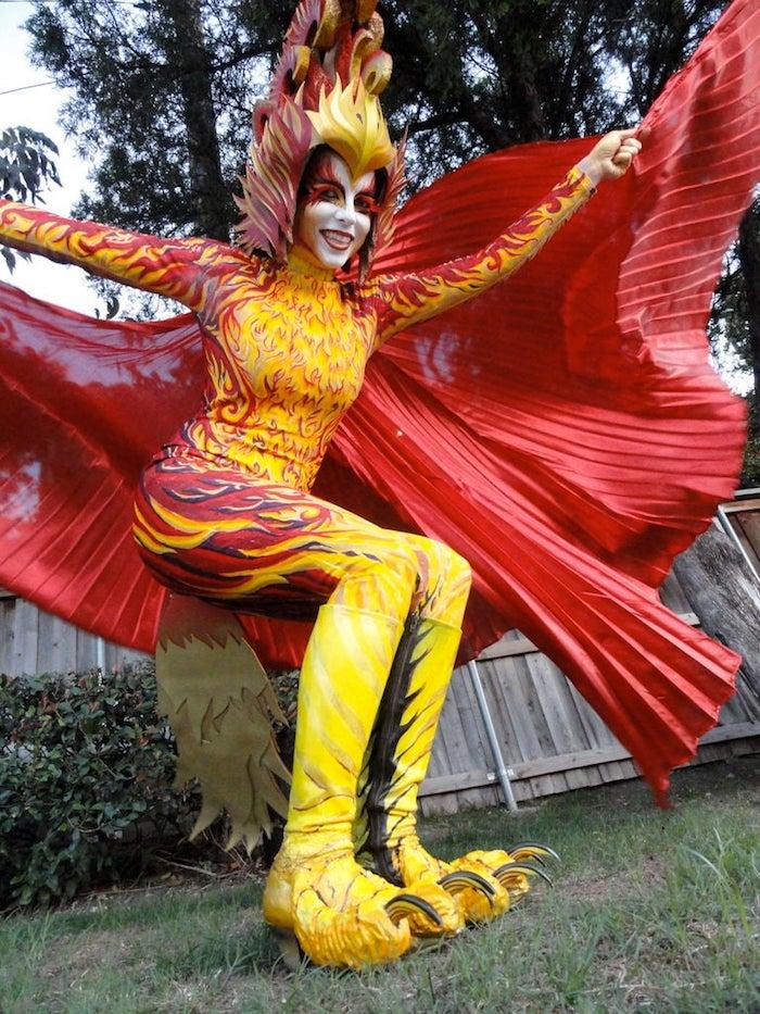 Original costume rouge et jaune de phénix en flames, deguisement adulte femme, deguisement carnaval