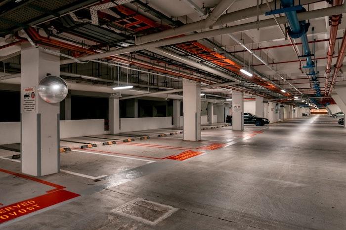 utiliser un comparateur de parkings en ligne pour choisir le meilleur parking voiture aéroport et épargner de l argent