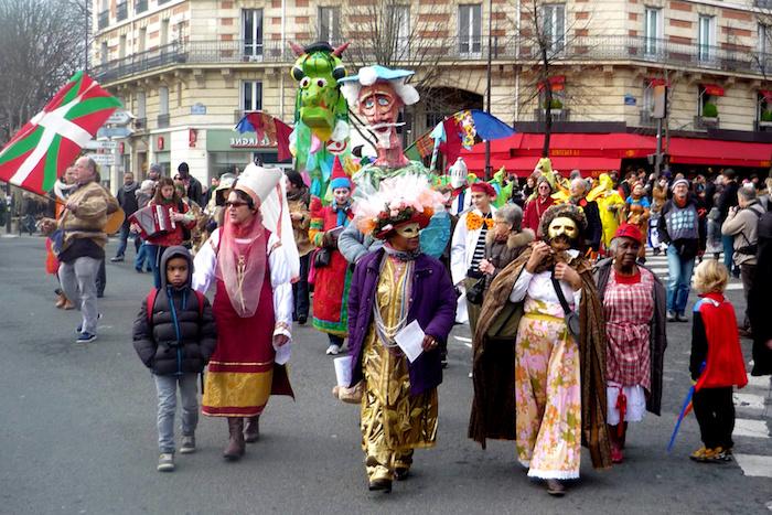 Masques et costumes pour le carnaval à Paris, deguisement famille, deguisement carnaval original