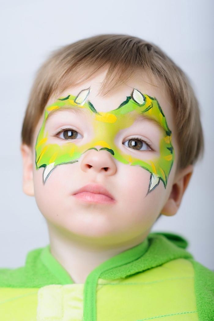 exemple comment dessiner sur le visage d'un enfant pour un carnaval, idée de peinture visage facile à design dinosaure