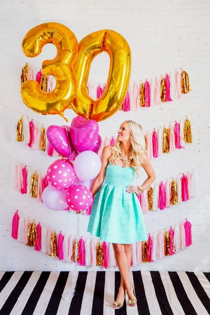 comment décorer sa maison pour une fête d'anniversaire femme, idée de déco petit budget avec guirlandes fait main