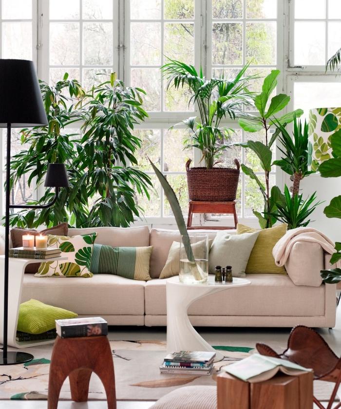 deco salon moderne aménagé avec meubles en tissu rose pastel et plantes, tendance design intérieur moderne