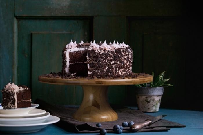 exemple de gâteau au chocolat noir pour la fête de la Saint Valentin, idée de recette sucrée pour le repas amoureux