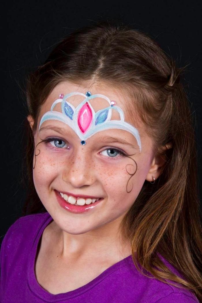 comment maquiller une fille comme princesse, exemple de maquillage enfant facile avec couronne en peinture faciale