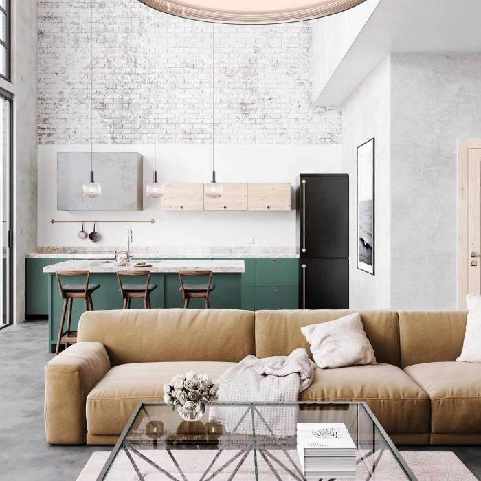 exemple comment aménager une cuisine moderne de style industriel aux murs à effet briques avec meubles vert et bois