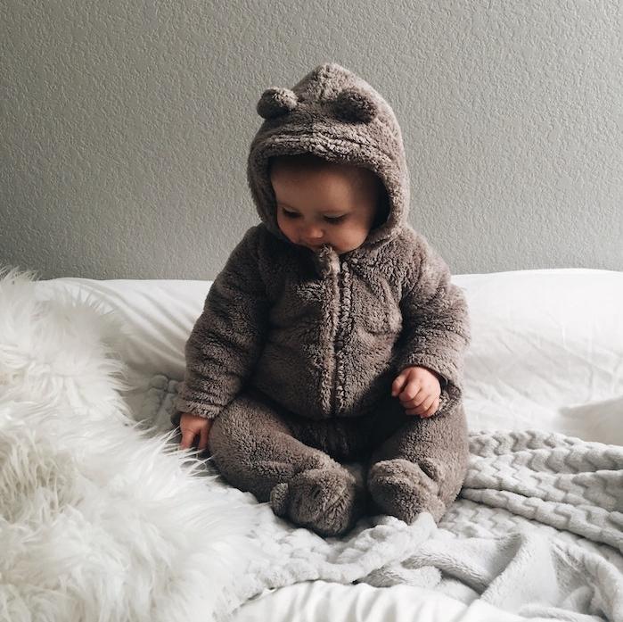 costume ourson pour bébé mignon, idée comment choisir une lessive pour bébé