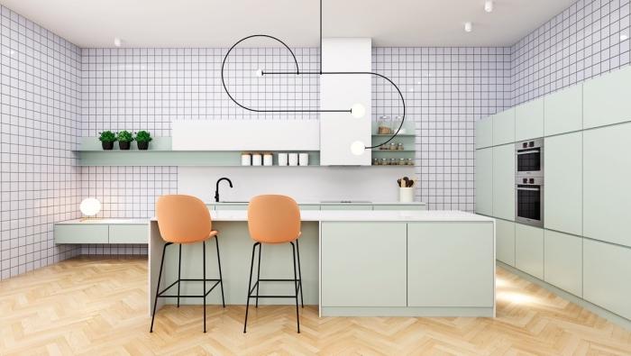 agencement cuisine en longueur avec îlot central, modèles de meubles de cuisine de nuance vert celadon avec comptoir blanc