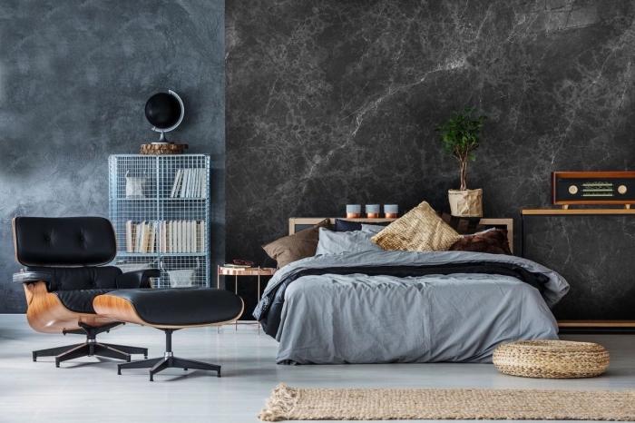 deco chambre adulte aux murs foncés à effet marbre gris et sol blanc avec meubles en bois marron et cuir noir