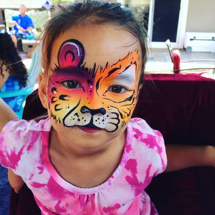 idée maquillage chat enfant avec pochoir et peinture faciale, quel déguisement pour carnaval à réaliser avec maquillage