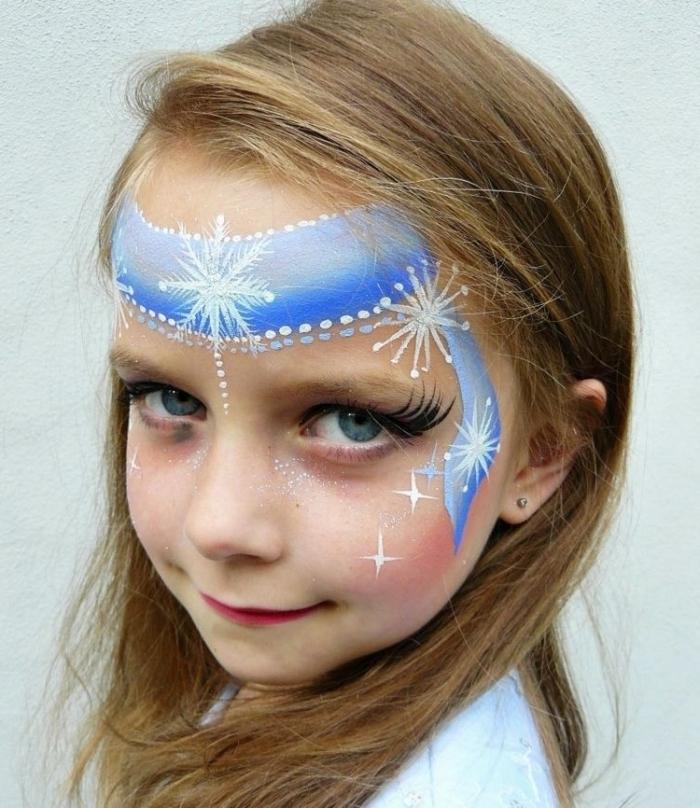 idée comment maquiller une fille comme La Reine des Neiges, maquillage halloween enfant façon Elsa avec peinture visage