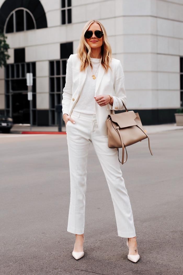 style vestimentaire au travail femme classe en vêtements blancs, look total blanc en pantalon 7/8 avec t-shirt et blazer