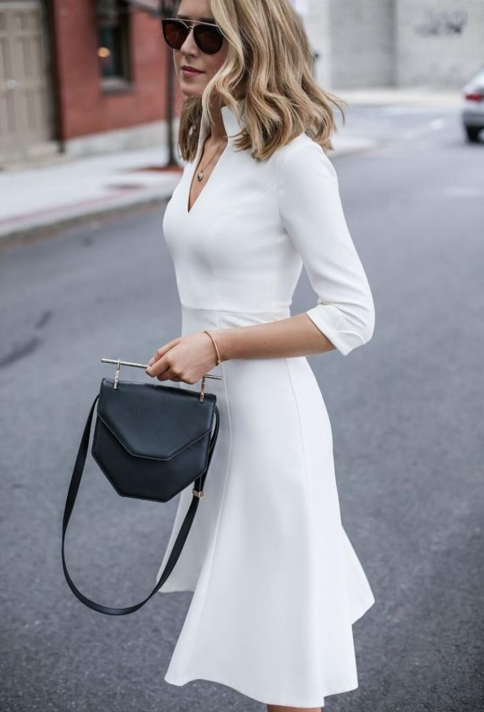 modèles de robes de soirée chic et classe en blanc, look femme stylée en robe élégante ceinturée avec accessoires noirs