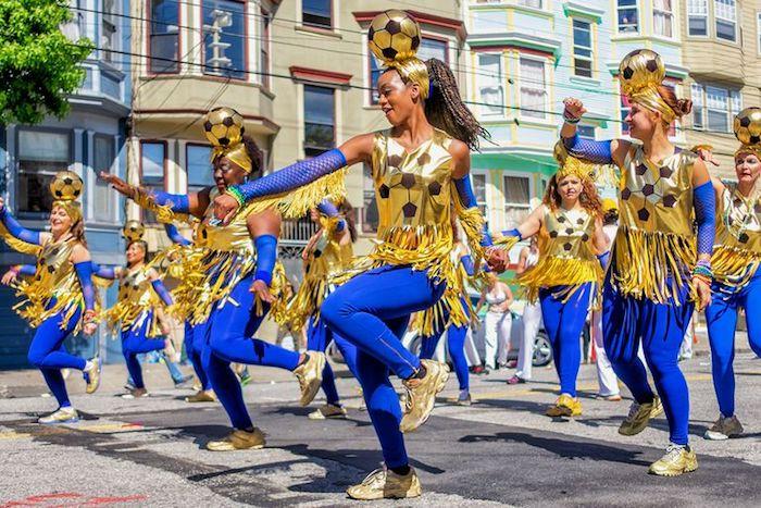 Football déguisement de carnaval, comment s'habiller pour mardi gras sur les rues de San Francisco