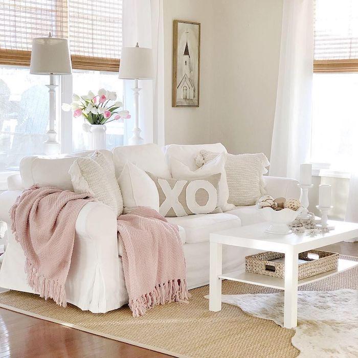 Salon rose et blanc romantique, déco st valentin, idée surprise saint valentin jolie déco en rose pale et blanc