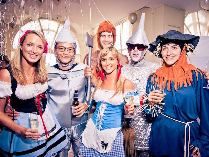 exemple de thème de déguisement soirée anniversaire déguisée, costume alice aux pays des merveilles