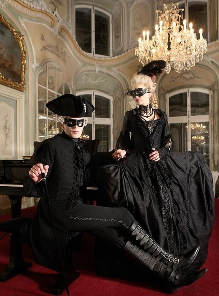 Bal masqué costumes pour deux, lustre baroque, robe vintage noire, carnaval de Venisedeguisement adulte femme, choisir sa tenue festive et moderne