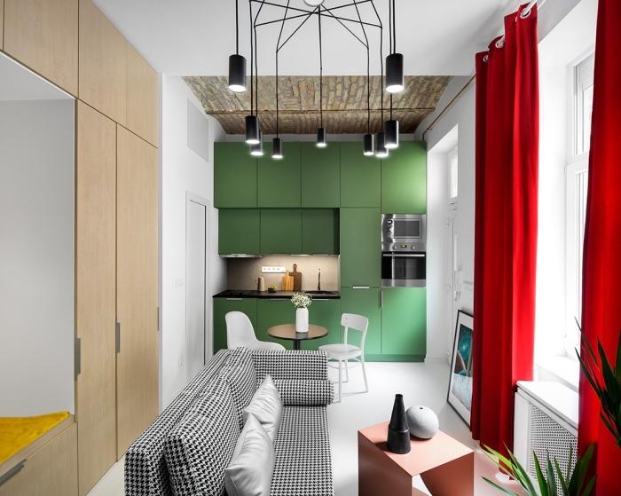 modèle de petite cuisine verte avec plan de travail noir et crédence grise, déco de cuisine ouverte de style moderne