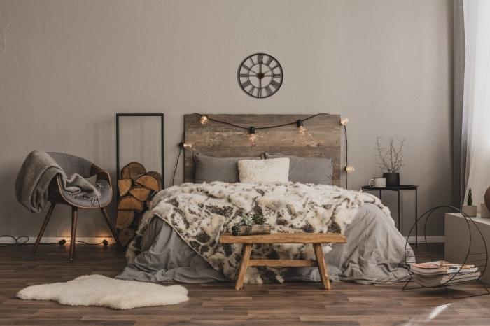 design intérieur moderne dans une chambre aux murs gris clair décorée avec meubles bois et tete de lit originale