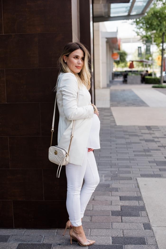 mode femme enceinte tendance, idée de tailleur pantalon femme pour ceremonie avec blazer mi long et pantalon fit
